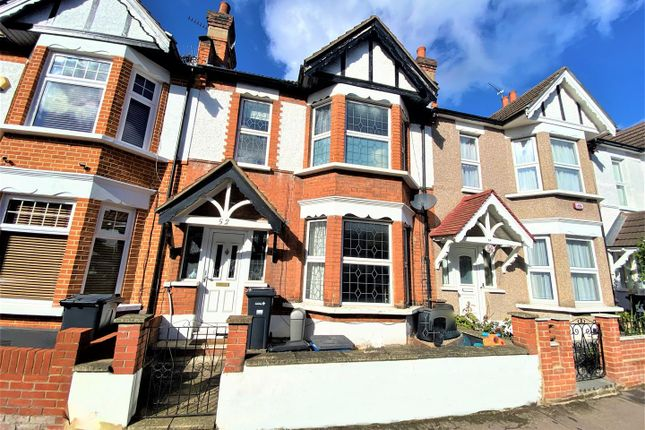 3 bed terraced house to rent in Alexandra Road, London E18