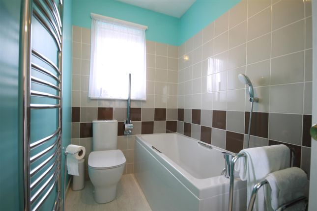 Bathroom of Cockhill Way, Bellshill ML4