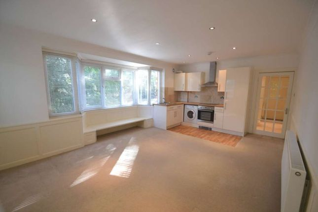 1 bed flat to rent in Downs Avenue, Epsom