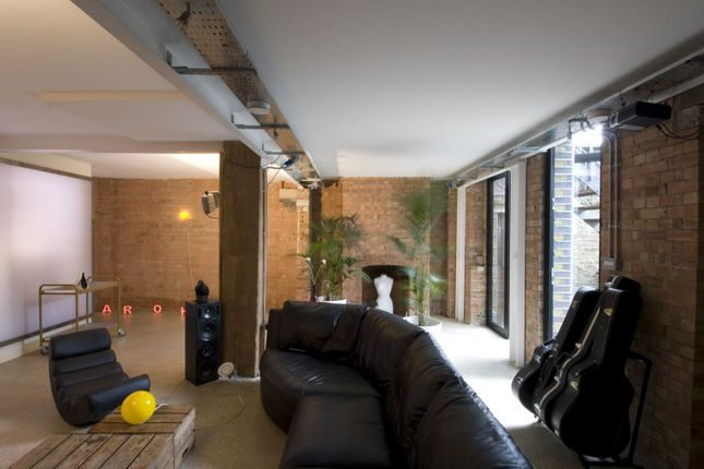 Thumbnail Flat to rent in Andrews Road, London