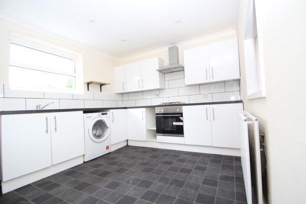 Maisonette to rent in St. Clairs Road, Croydon