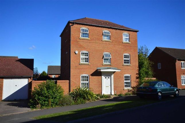 Thumbnail Town house to rent in Imperial Way, Ashford, Kent