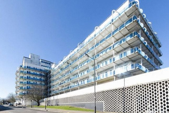 2 bed flat to rent in Lyon Road, Harrow-On-The-Hill, Harrow HA1