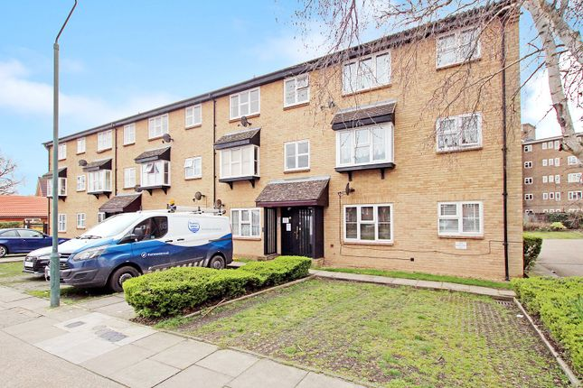 Thumbnail Flat for sale in Parish Gate Drive, Sidcup, Kent