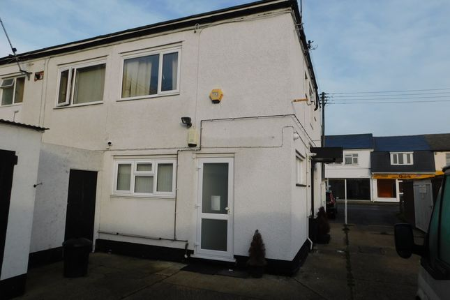 Flat to rent in High Street, Canvey Island