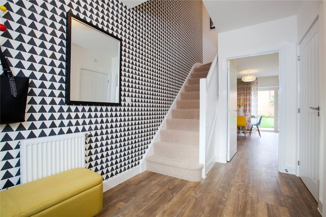 Thumbnail Terraced house for sale in Oakleigh Grove, Sweets Way, Whetstone, London