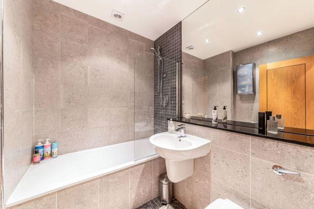 Family Bathroom of Windsor Road, Ealing W5
