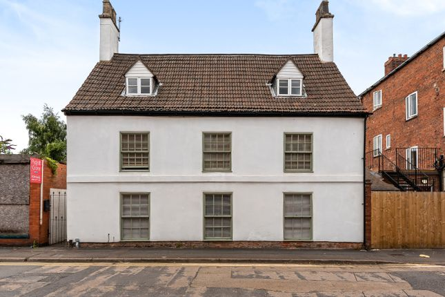 Thumbnail Detached house for sale in Swinegate, Grantham