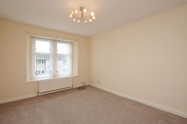 Thumbnail Flat to rent in Dundarroch Street, Larbert