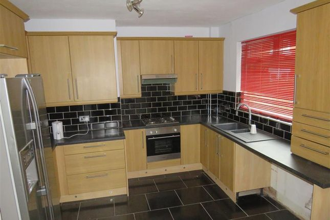 Thumbnail Property to rent in Vicarage Avenue, Gildersome, Leeds