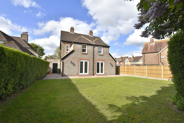 Thumbnail Detached house for sale in Ringley Avenue, Horley