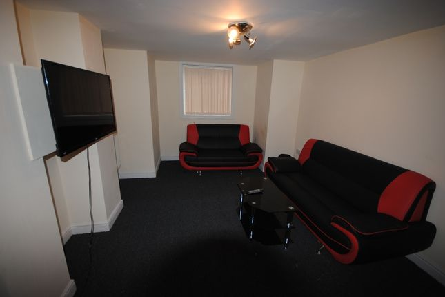 Thumbnail Shared accommodation to rent in 31 Headingley Avenue, Headingley