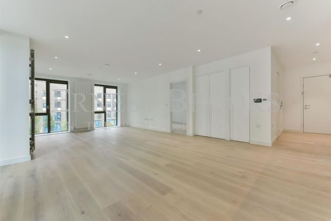 Thumbnail Flat for sale in Pinnacle House, Royal Wharf