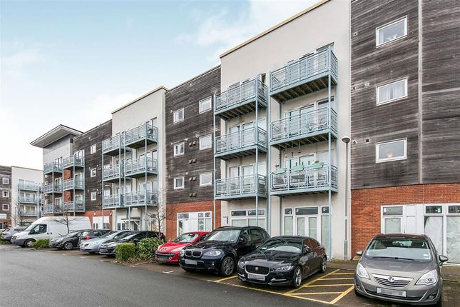 2 bed flat to rent in Compair Crescent, Ipswich IP2
