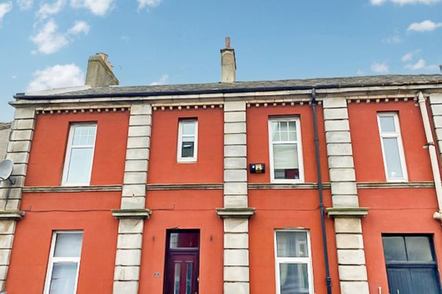 2 bed flat to rent in School Street, Cowdenbeath KY4