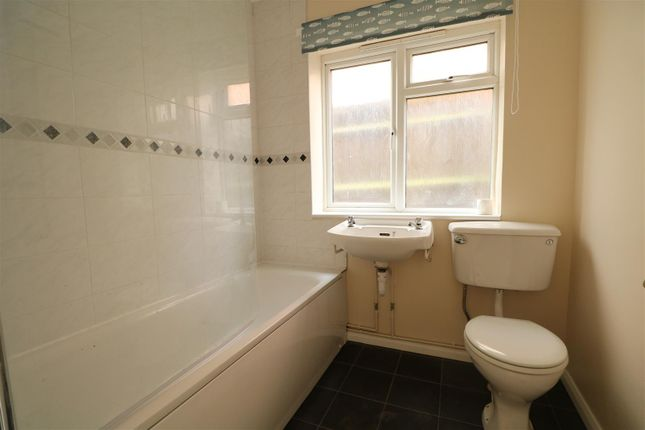 Thumbnail Flat to rent in Brodrick Road, Eastbourne