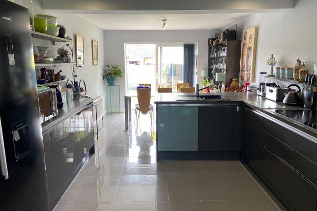 74 Castleview Kitchen 1 (002)