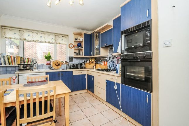 2 bed flat for sale in Rydal Close, Hendon