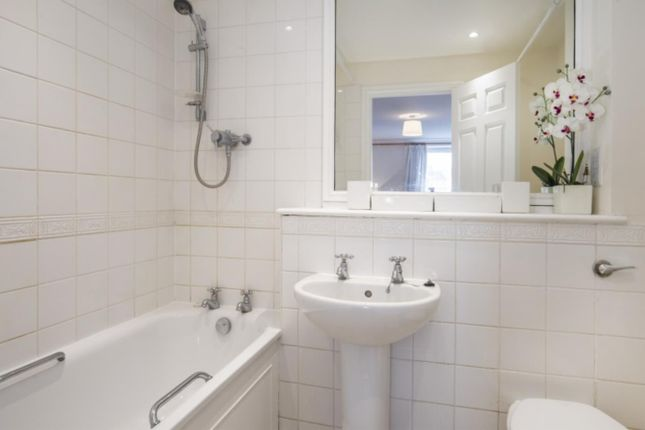 Bathroom of Waterspring Court, 108 Regency Street, Westminster, London SW1P