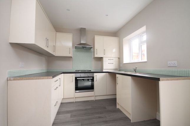 Thumbnail Flat to rent in South Street, Romford