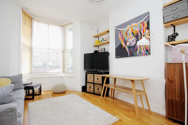 Thumbnail Flat to rent in Woodfall Road, London