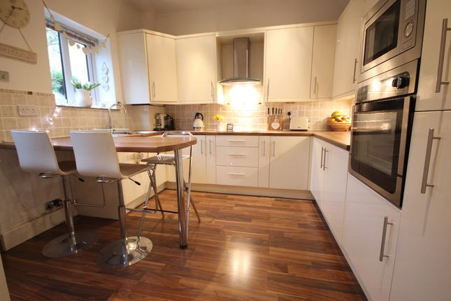 Thumbnail Cottage for sale in Victoria Street, Wheelton, Chorley