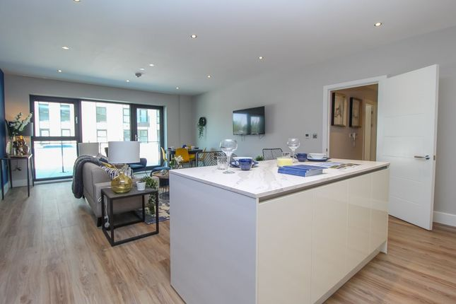 Thumbnail Flat to rent in Whitewater House, Bayscape, Cardiff Marina