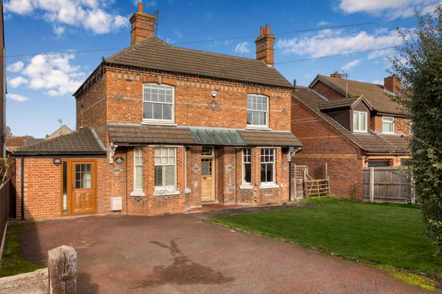 Thumbnail Detached house to rent in Baldock Road, Stotfold, Hitchin