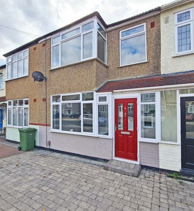 3 bed town house to rent in Amery Gardens, Romford RM2