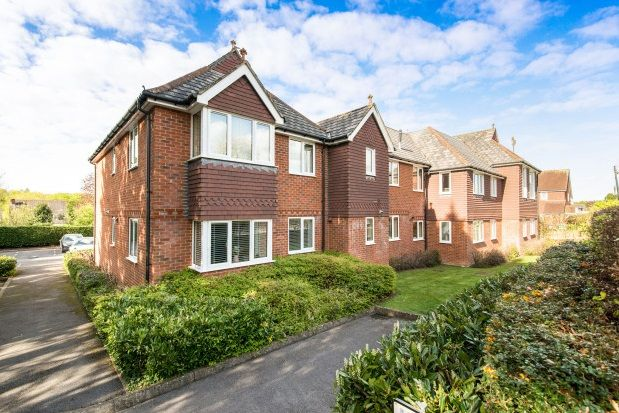 2 bed flat to rent in Old Worting Road, Basingstoke