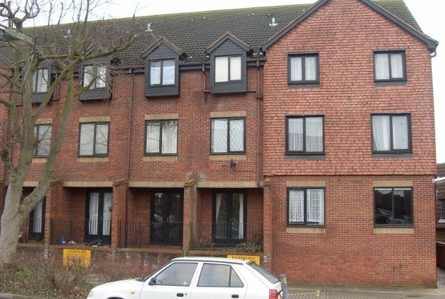 Thumbnail Flat for sale in Ashleigh House, Rectory Road, Rushden, Northamptonshire