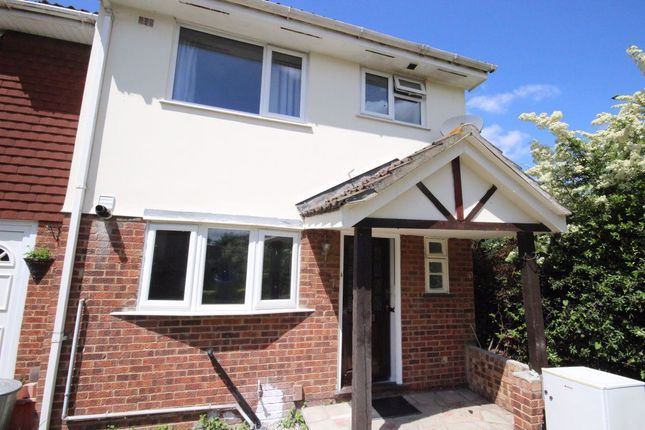 3 bed property to rent in Crouchview Close, Wickford SS11