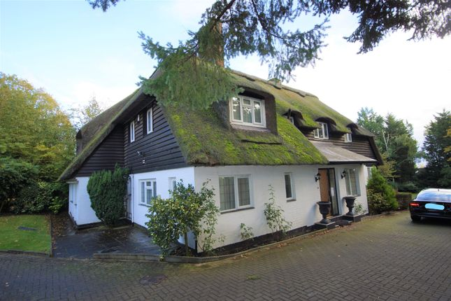 Thumbnail Cottage to rent in South View Road, Pinner
