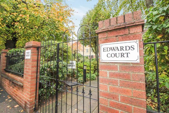 Edwards Court Turners Hill Cheshunt Herts En8 1