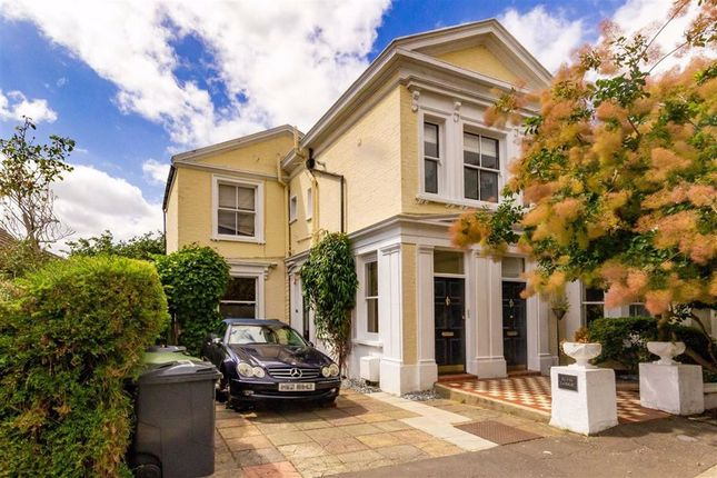Thumbnail Flat for sale in Elfin Grove, Teddington