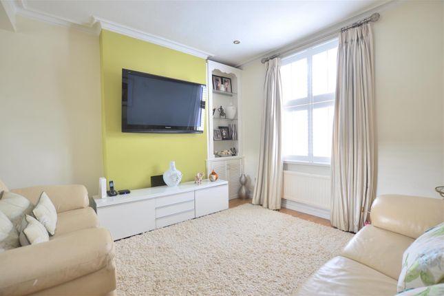 Living Room of Stanley Grove, London SW8
