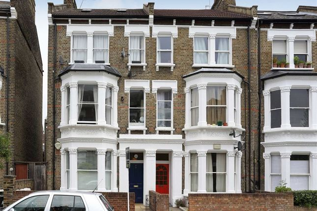 3 bed flat to rent in Macroom Road, London
