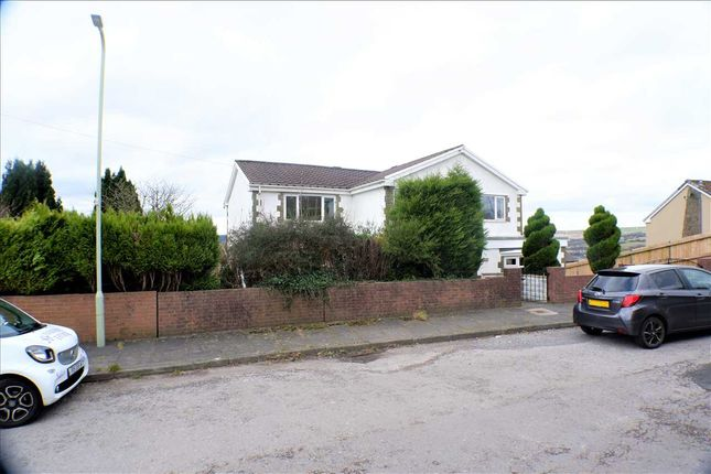 Thumbnail Detached house for sale in Highlands, Tonyrefail, Porth