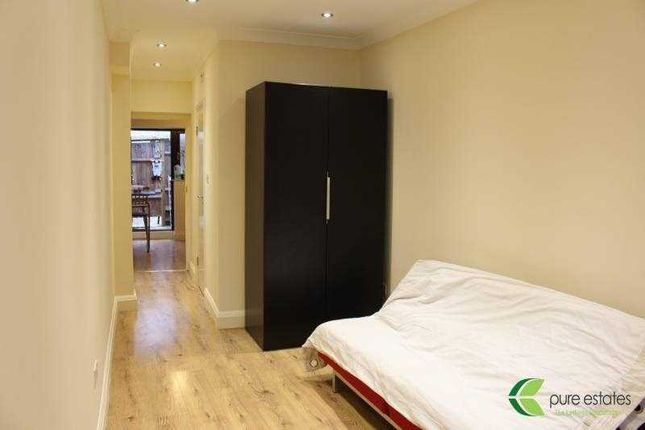 Studio to rent in Springfield Gardens, London
