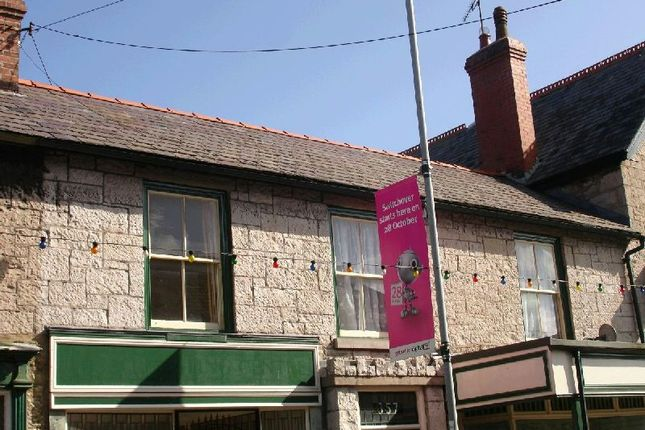 Thumbnail Flat to rent in Abergele Road, Old Colwyn, Colwyn Bay