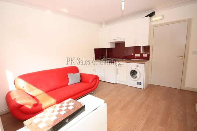 Thumbnail Flat to rent in Riefield Road, Eltham