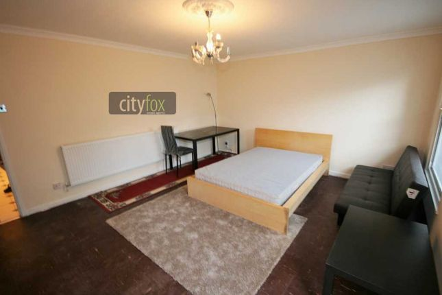 Room to rent in Rectory Square, Stepney