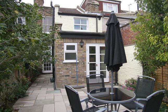 2 bed property to rent in Pyrmont Road, Chiswick