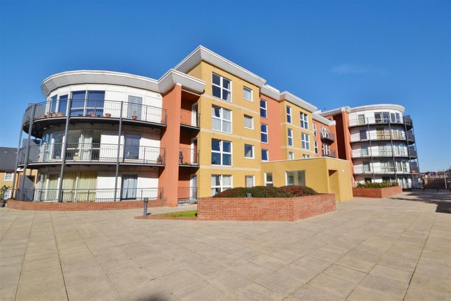 Thumbnail Flat to rent in Monarch Way, Ilford
