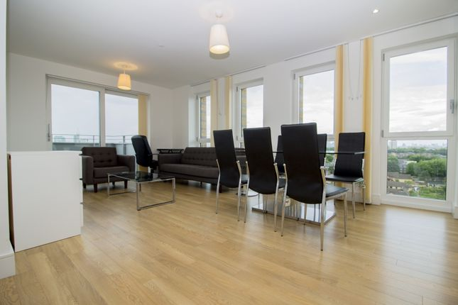 3 bed flat to rent in No 1 The Avenue, Ivy Point, Bow