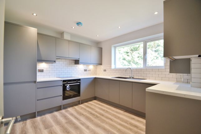 Thumbnail Maisonette to rent in Norfolk Close, Cockfosters