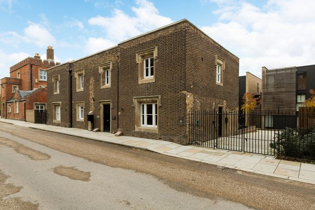 Thumbnail Terraced house for sale in Red Lion Lane, Woolwich Common