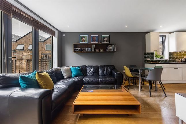 Sitting Room of Winthorpe Road, London SW15