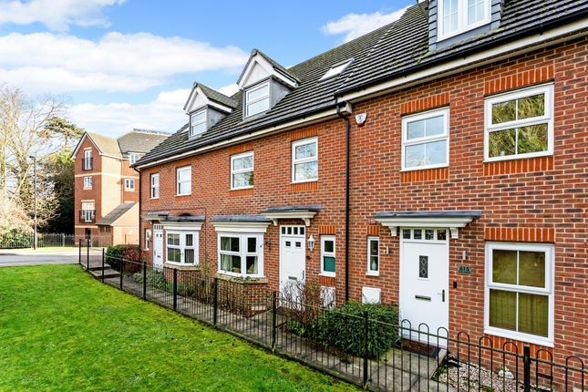 Thumbnail Town house to rent in Bath Road, Cippenham, Slough