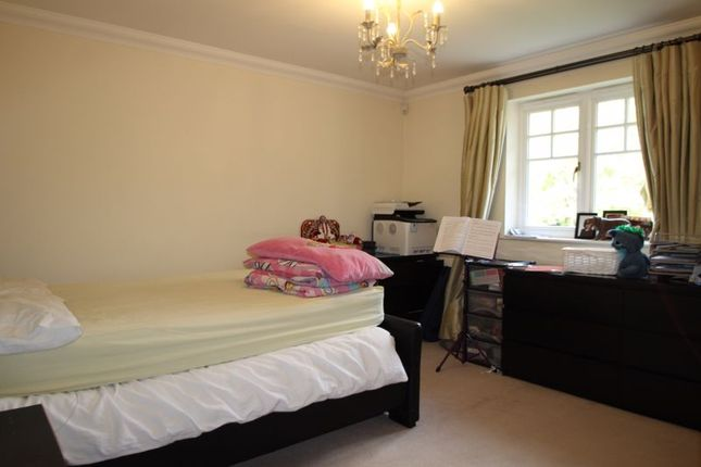 Photo 7 of The Avenue, Hatch End, Pinner HA5